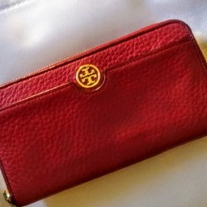 ⚡Tory Burch Red Emerson Zip Wallet